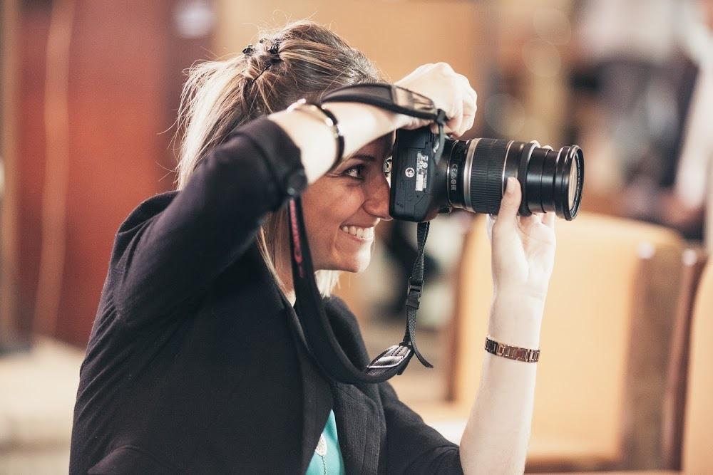 Laura est une femme de marin qui s'est reconvertie pour exercer une activité professionnelle épanouissante et compatible de son quotidien